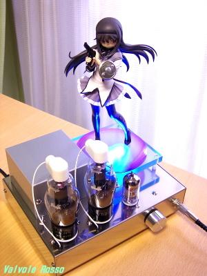 グッドスマイルカンパニー 1/8 暁美ほむら を真空管アンプに載せます。
