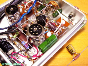 WE408A hybrid Headphone Amplifier ロシアK42y-2 0.047uFカップリングをハンダ付けします。