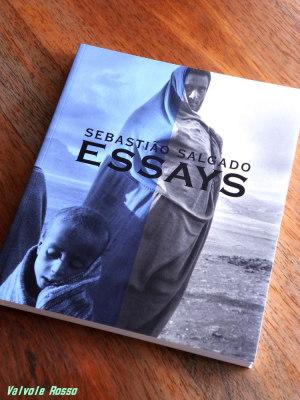 セバスチャン・サルガド「ESSAYS」-この大地を受け継ぐもの-展 図録 (2003.11.29~2004.01.12)