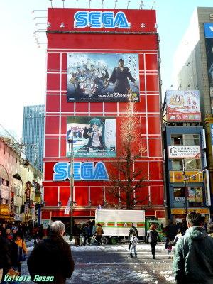 JR秋葉原駅の中央改札を出たら、ラジオデパート方面へ歩きます。