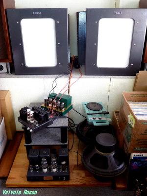 レコードを理想的な音で聴く為に、真空管アンプを自作しているというこだわりのお店。