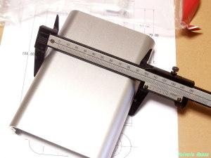 TAKACHI MXA3-11-16SS シャーシ幅を実測する。実測寸法は109mm。