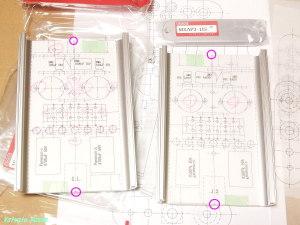 マーキングしたセンター位置に合わせて、プリントアウトしたCAD図を貼付する。