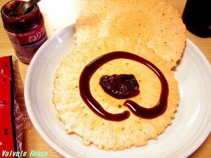 ねりうめ×ソース×みりんせんの組み合わせで、梅ジャム×ソースせんべい のジャンクでチープな味を再現します。写真は2009年頃の撮影です。