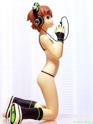 "Moon Toys 1/7 Scale PVC Figure Range Murata ""Headphone Girl"" [ Photo : OLYMPUS E-300 & LEITZ CANADA SUMMICRON-R 1:2/50 ]"