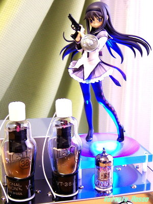 12AX7(6N2P-EV)-38 Single Ended Amplifier (Tube Headphone Amplifier) Good Smile Company 1/8 scale PVC Figure Puella Magi Madoka Magica : Homura Akemi [ photo : Panasonic DMC-F7 ]