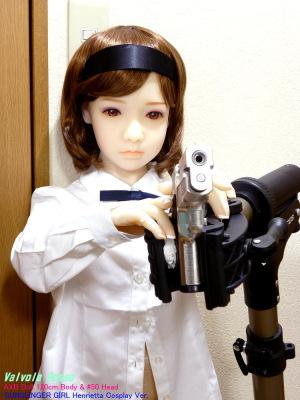 《ネタバレ》 GUNSLINGER GIRL Henrietta Cosplay Ver. AXB Doll 120cm Body & #50 Head 自転車メンテナンススタンドを流用して、東京マルイ SIG SAUER P228 ステンレスモデルを構えさせてみた。