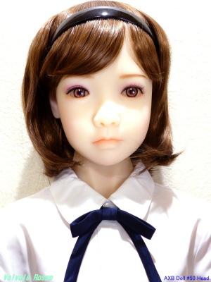 実は、私の手元にある AXB Doll #50番ヘッド は、左右の目の大きさが違います。あと目の形も若干異なるようです。左目の方が大きくてパッチリしています。