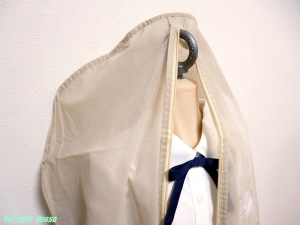 キャンドゥのドレス収納袋(128cm長)には、AXB Doll 120cm Body+M16アイボルトが、ギリギリ通ります。