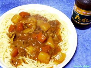 パスタにバーモントカレー。あらかじめ麺にスタミナ源たれのにんにくの下味をつけておくと、パンチの効いたメリハリのある味になります。