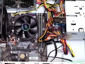 ブルーレイ・ドライブ、2TBハードディスクを取り付け。PCI-USB増設ポートは、マザーボードがPCI-Eだったので取り付けできませんでした。。。