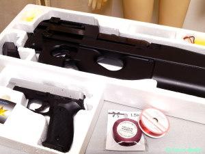 SIG SAUER P226 シルバースライド と FN P90 エアガン