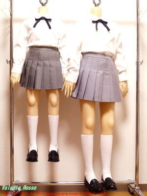 AXB Doll 136cm & 120cm Body に、グレー色のプリーツ・スカートを履かせます。。。